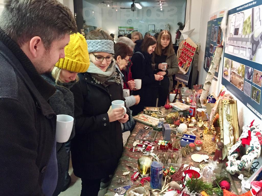 Weihnachtskram-Tauschbörse im Stadtteilbüro mit großem Erfolg