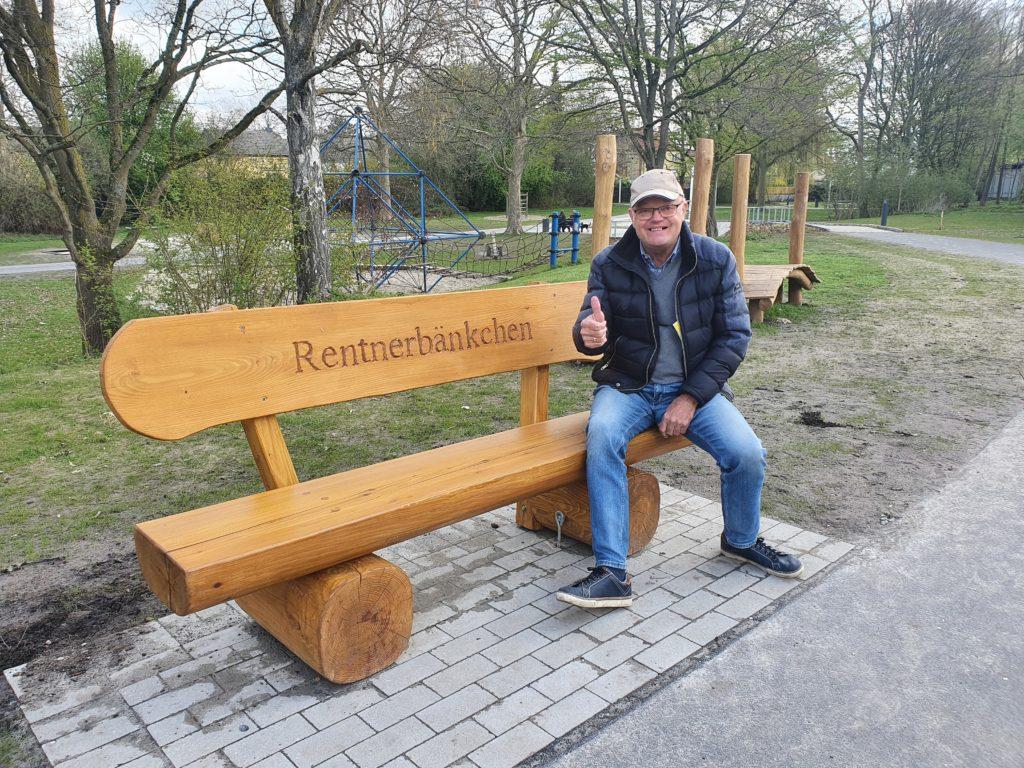 """""""Rentnerbänkchen"""" im Luisenpark aufgestellt"""