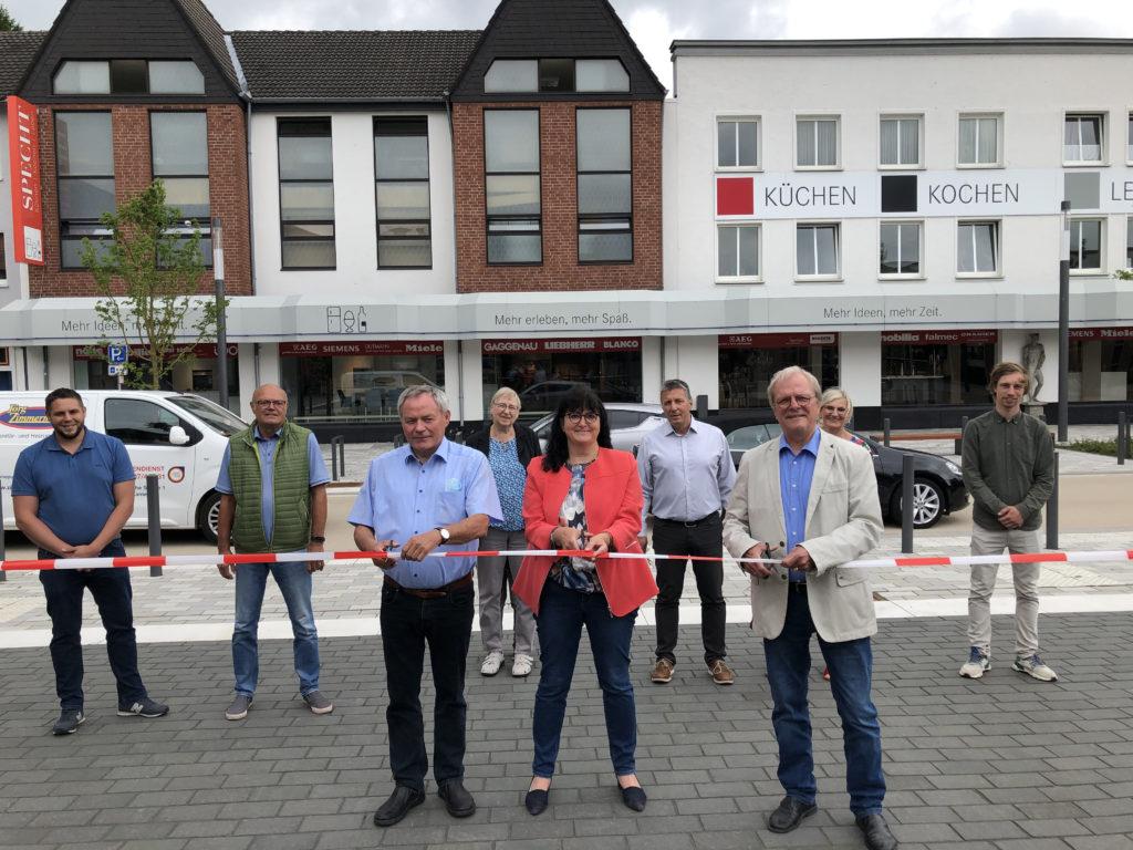 Neue Dorfmitte nach Umbau eröffnet: Mehr Platz zum Verweilen sowie für Fußgänger und Radfahrer